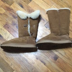 Ugg Made in Australian women boots 4/6 US Size 6